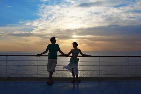фото зрелых женщин на палубе корабля