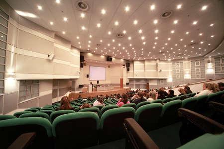exhibition crowd: MOSCA - 26 febbraio: conferenza di moda nella sala conferenza sul CPM Collection Premiere in Expocenter febbraio 26,2010 a Mosca, Russia
