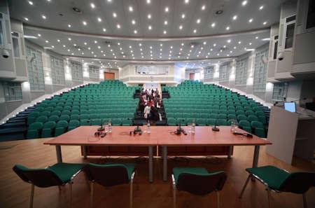 exhibition crowd: sala conferenze Editoriali