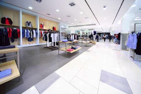 スタイリッシュな男性服店で販売しています。 報道画像