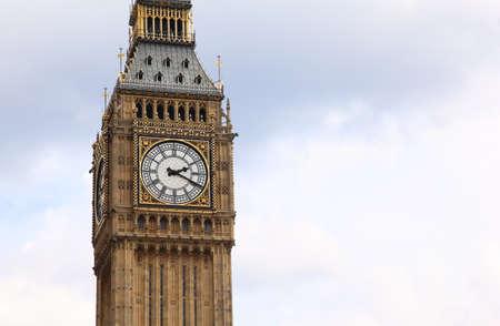london big ben: Биг Бен является известный английский бьют часы в готическом стиле в Лондоне. Биг-Бен является одной из самых известных достопримечательностей Лондона