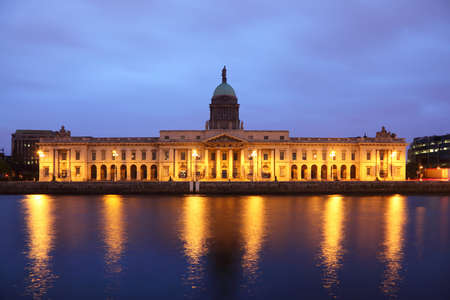 night dusk: The southern facade of the Customs House at night in Dublin.