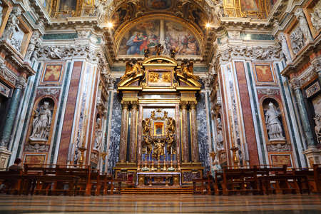 maggiore: Altar in Papal Basilica of Saint Mary Major. Luxury gold decoration