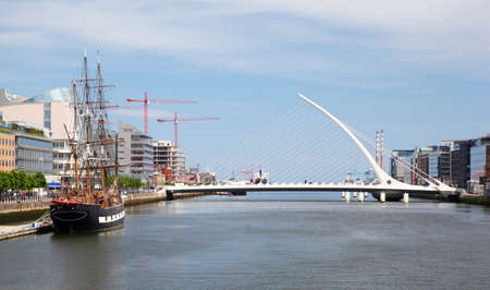 marge: Samuel Beckett Bridge over River Liffey at day in Dublin, Ireland