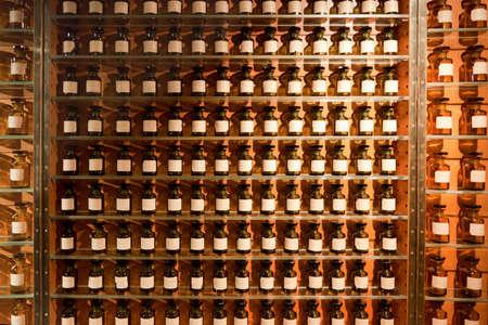 Viales con fragancias de la perfumería.