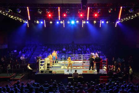 concerto: MOSC� - ENERO 08: Peso Pesado (91 kg): Islam Ismailov (R) lleva Kremlin (Rusia) vs Filip Khrgovich (L) PARIS UNIDOS (Francia) en concierto PUEBLO DE LUJO sala Barvikha, 08 de enero de 2011 en Mosc�, Rusia. WSB tiene autoridad �nica en el mundo del boxeo,