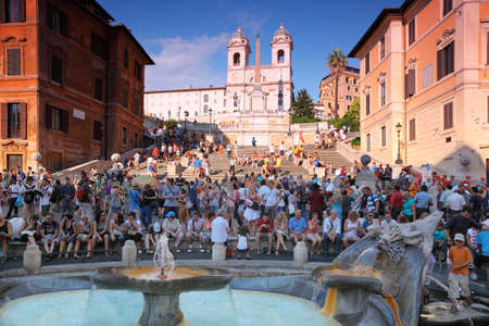 spanish house: ROME - AUGUST 4: People on the Piazza di Spagna on August 4, 2010 in Vatican City, Rome, Italy.  Editorial