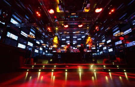 MOSKAU - 2. Februar: Bar in der Diskothek Imperia Lounge, am 2. Februar 2011 in Moskau, Russland. In Diskothek Imperia Lounge gewagte Ideen von surrealen Interieurs aus der Mannschaft Goro Pro und Alex Gorobei verankert wurden. Standard-Bild - 17713628