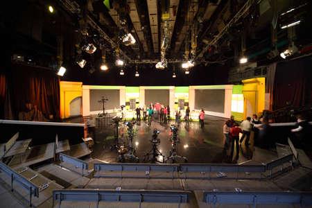 モスクワ - 3 月 18 日: 人、ロシアのモスクワで 2010 年 3 月 18 日にオスタンキノ テレビ局のスタジオで。オスタンキノはヨーロッパの最も大きい放送 報道画像