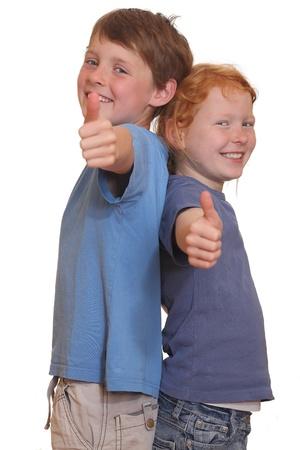 thumbs up group: Due giovani ragazzi felici con il pollice in alto