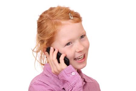 niÑos hablando: Feliz chica joven con teléfono celular en el fondo blanco