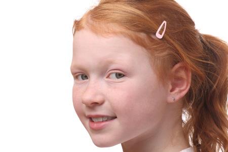 red haired girl: Ritratto di una giovane ragazza dai capelli rossi su sfondo bianco
