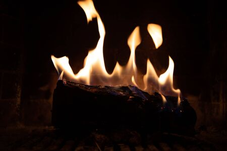 fire in fireplace figures Foto de archivo - 150543407