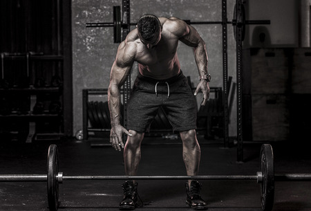 Muscle Man gaat Pickup Barbell Stockfoto