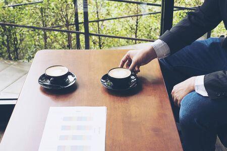 Business man working in coffee shop 免版税图像