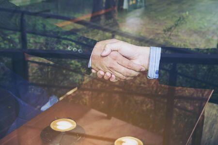 Two businessman shake hand in coffee shop 免版税图像
