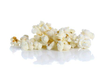 palomitas: Palomitas de ma?z aislado en el fondo blanco