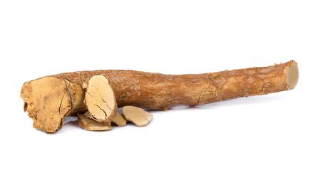 ユーリコマロンジフォリアも白い背景に隔離トンカトアリとして知られています。