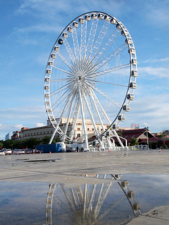 housed: BANGKOK - September 21:Big Ferris Wheel at ASIATIQUE The Riverfront Factory District on September 21,2013 in Bangkok,Thailand.Ov er 500 fashion boutiques housed in Factory District of Asiatique The Riverfront. Editorial