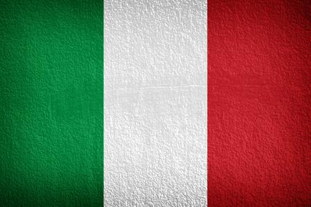 bandera italiana: Bandera italiana impresa en el muro de cemento del grunge, fondo nacional italiana