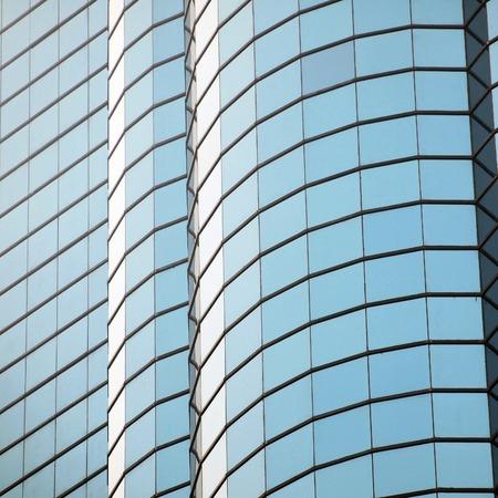 ventanas abiertas: pared de cristal con las ventanas abiertas