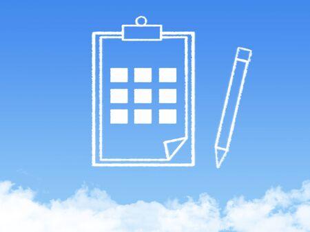 leer biblia: Bloc de notas de papel forma documento nube Foto de archivo