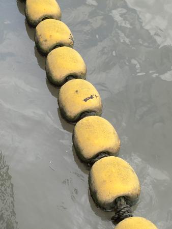 buoyancy: La flotabilidad en el r�o para la seguridad