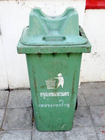 trashcan: Green trashcan