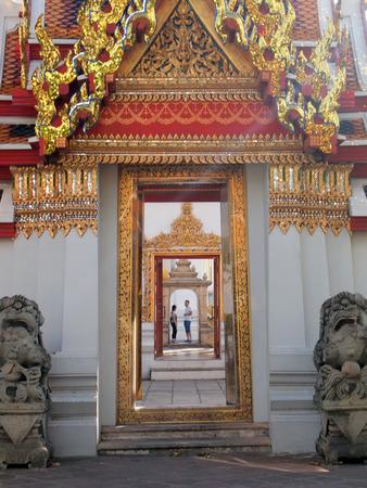 lintel: arch door of buddhism temple