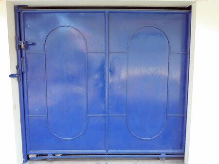 puerta de metal: puerta met�lica Foto de archivo