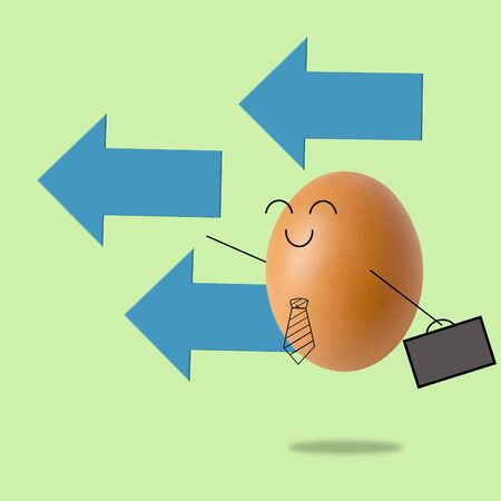 Businessman egg and many arrow , success concept 스톡 콘텐츠 - 129780643