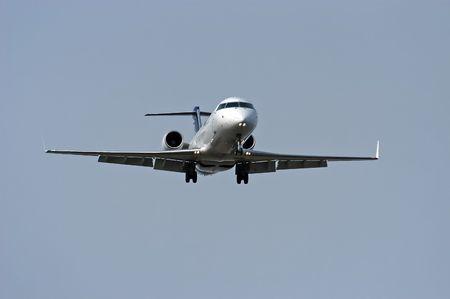 regional: Avi�n de pasajeros regionales de unos momentos antes de aterrizar