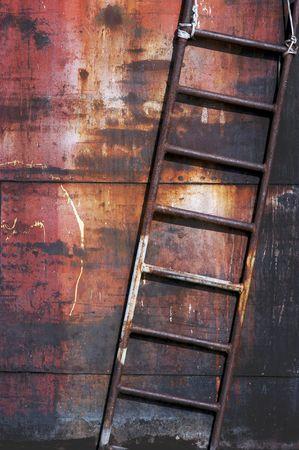 backstairs: Vecchia scala di metallo arrugginito, immagini verticali, diagonali composizione