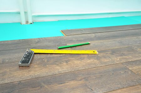 parquet floor layer: Laminate floor work, home renovation concept Stock Photo