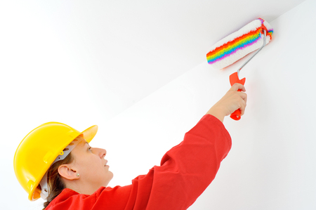 housepainter: Real female painter painting wall, home renovation concept