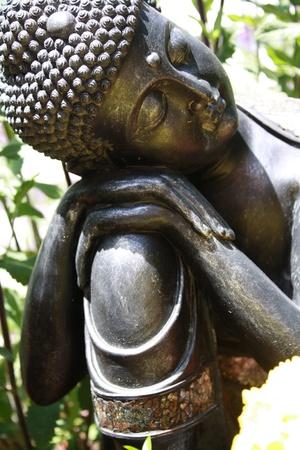 buddha in sleeping position Imagens