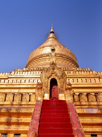 bagan: Golden Shwe-zi-gon pagoda in Ba-gan