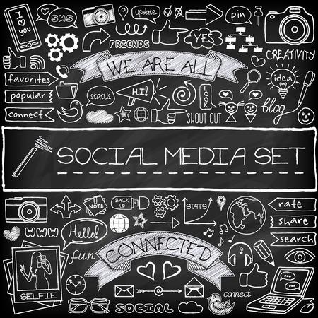 Doodle iconos de redes sociales establecidas con efecto pizarra. Networking concepto con globos de texto, teléfono móvil, etiquetas con subtítulos y otros elementos de diseño