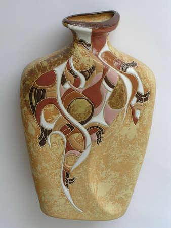 greek pot: Su una fotografia di un oggetto di ceramica vaso di colore marrone. La foto � isolato. La foto � fatto in Ucraina
