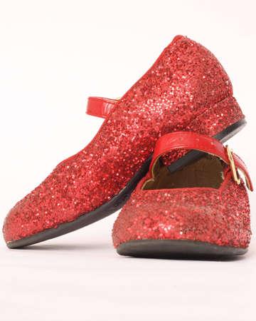 heirlooms: Usato bambino sandali rosso isolato su bianco