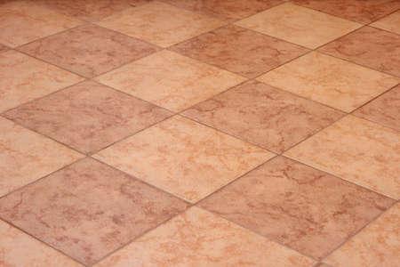 marble flooring: piastrelle di travertino