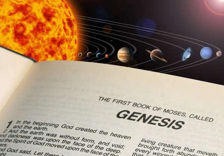 Une illustration de notre système solaire. et le livre de la Bible Genesis Banque d'images