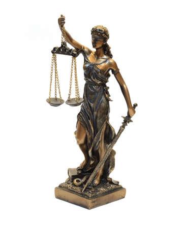 dama de la justicia: Estatua de Themis sobre un fondo blanco Foto de archivo