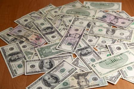 錢: 錢木桌