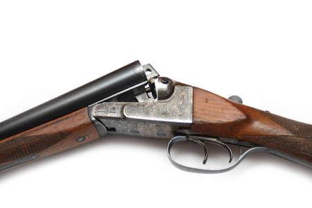 Fusil de chasse russe isolé sur fond blanc