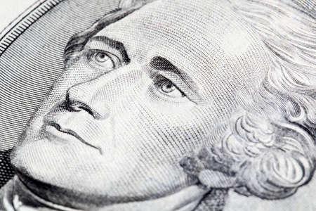 alexander hamilton: Ritratto di Alexander Hamilton davanti alla banconota da cinque dollari Archivio Fotografico