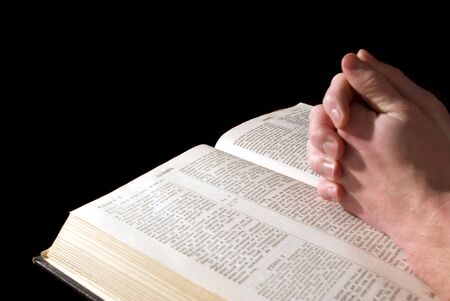 personas orando: Biblia