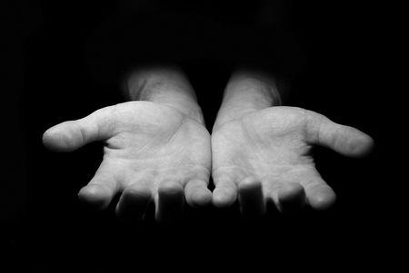 limosna: Las manos mendigando limosnas  Foto de archivo