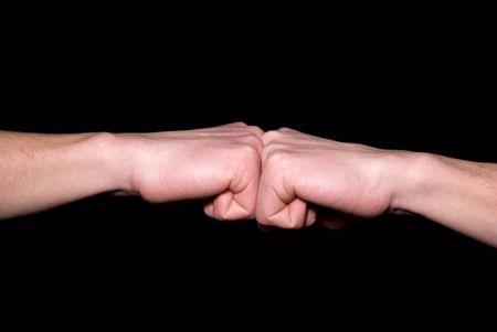 poign�es de main: coup de poing dans un poing
