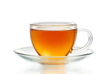 wei�er tee: tea in cup isoliert auf wei�em Hintergrund